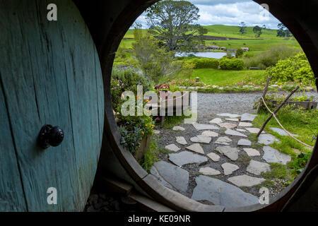 En busca de un hobbit-agujero en Hobbiton, ubicación del Hobbit trilogía, Hinuera, Matamata, Nueva Zelanda