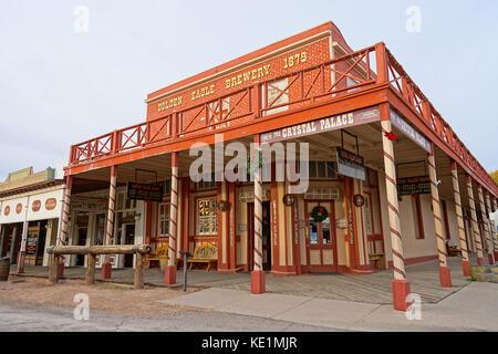 """Diciembre 9, 2015 Tombstone, Arizona, EE.UU.: la esquina donde el Crystal Palace saloon stands, se conoce como """"uno de los más sangrientos en intersecciones"""