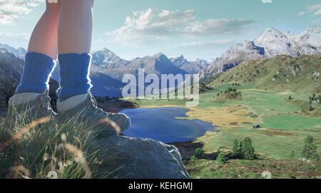Piernas de mujer caucásica de pie sobre roca sobre el lago del valle Foto de stock