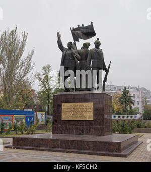 Rostov-on-Don, Rusia - Octubre 21,2017: monumento en apoyo de la revolución de 1917 en el parque Gorky