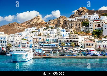 Naxos, islas griegas. Paisaje de verano soleado con isla rocosa, las Islas Cícladas en Grecia.
