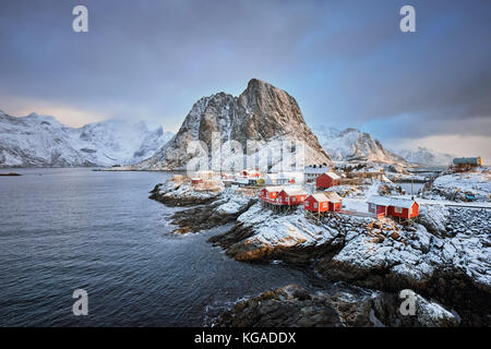 Hamnoy poblado pesquero en las islas Lofoten, Noruega