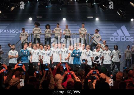 Berlín, Alemania . 07 Nov, 2017. En el escenario, aquí para crear, home jersey - dfb - Presentación de la próxima Copa del Mundo de 2018 en Rusia - WM 2018, la base de Berlín, uferhallen, Foto: Uwe koch/fotobasis.org crédito: Uwe koch/alamy live news