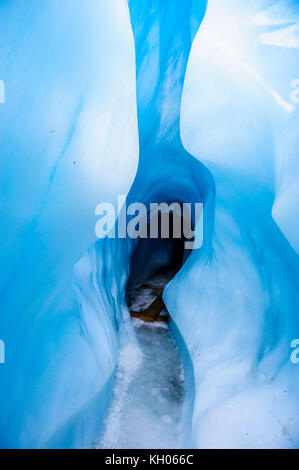 Cueva de hielo en el glaciar Fox, Isla del Sur, Nueva Zelanda