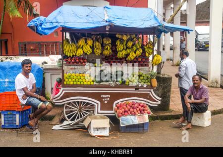 La gente en un mercado, Panaji, Goa, India