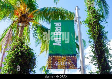 Art Basel 2017 firmar en el centro comercial de Lincoln Road, South Beach de Miami, EE.UU.