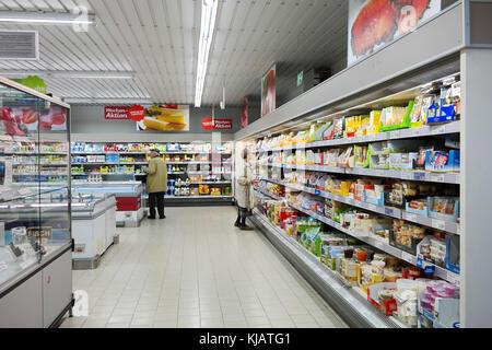 Interior de un ALDI supermercados de descuento Foto de stock