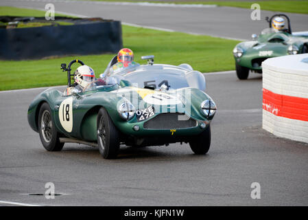 1955 Aston Martin DB3S poseído y manejado por Steve Boultbee Brooks Racing en el Freddie marzo Trofeo Memorial en el Goodwood Revival 2017