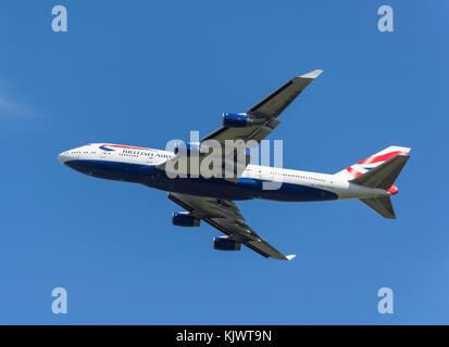British Airways Boeing 747-436 despegando desde el aeropuerto de Heathrow, Greater London, England, Reino Unido