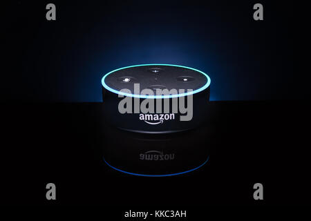 Una amazona 'Alexa' Echo dispositivo Dot