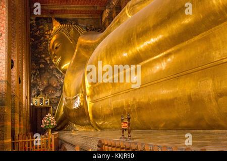 Bangkok, Tailandia. Buda reclinado, el templo Wat Pho complejo.