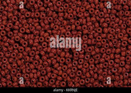 Cordones de semillas de color rojo en el sector textil.