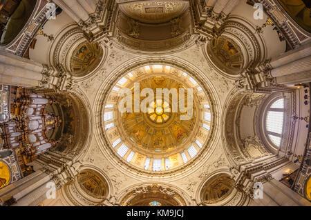 Dome interieur, cúpula, Berlín, Alemania