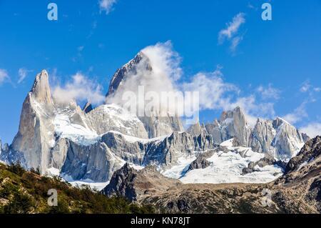 Vista de los picos, Paseo de Fitz Roy, El Chalten, Patagonia, Argentina.