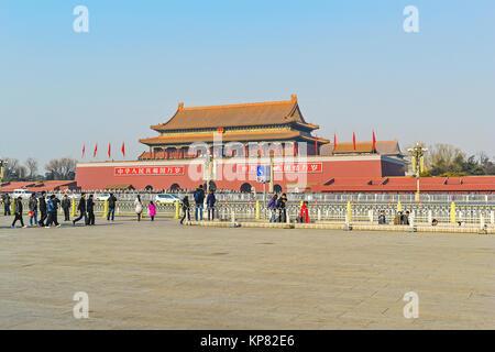 Torre de Tiananmen (Puerta de la Paz Celestial) en el extremo norte de la plaza de Tiananmen en Pekín, China.