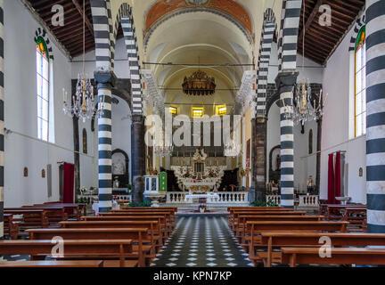 El San Juan Bautista en el interior de la iglesia de Monterosso Al Mare, Liguria, Italia, Europa.