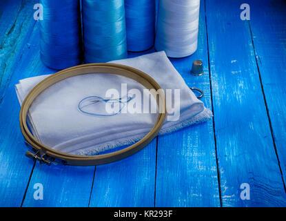 Tela blanca e hilo en azul, tonificación Foto de stock