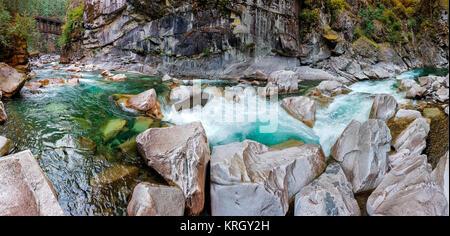 Coquihalla River en el Parque Provincial Coquihalla Canyon, cerca de esperanza, British Columbia, Canadá. Foto de stock