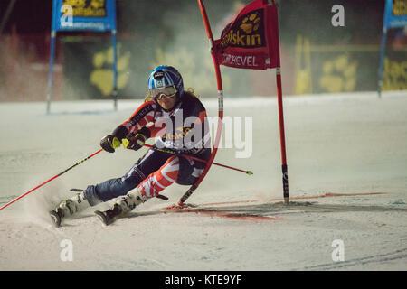 20 de diciembre de 2017, el esquiador alpino británico, Alex Tilley, compitiendo en el Slalom Paralelo de Courchevel señoras de la Copa del Mundo de Esquí 2017