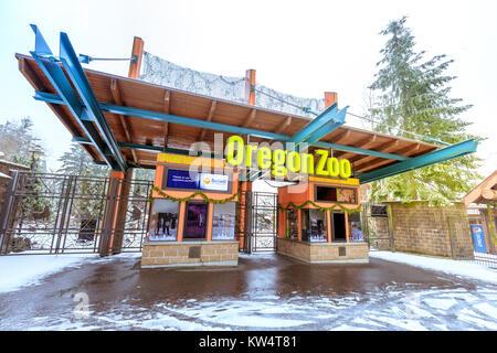 Portland, Oregon, Estados Unidos - Dec 25, 2017 : La entrada de Oregon Zoo en Washington Park Station en temporada de invierno