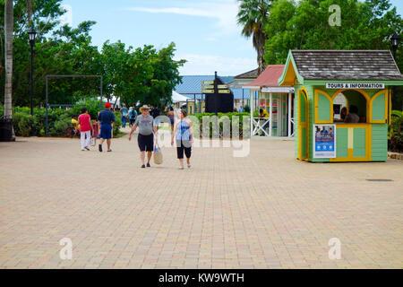 Tiendas en la zona comercial de la Terminal de Cruceros, Falmouth, Jamaica, Antillas, Caribe
