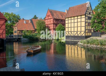 El casco antiguo de la ciudad de Aarhus es popular entre los turistas, como lo muestra la arquitectura tradicional danesa desde el siglo XVI hasta el siglo xix.