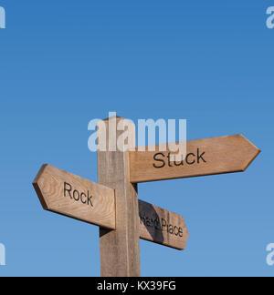 Signpost direcciones mostrando atrapado entre una roca y un lugar duro