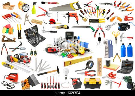 Colección de herramientas necesarias para la reparación y el mantenimiento de la casa. Aislado en blanco.