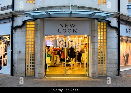 Weymouth, Dorset, Reino Unido. El 9 de enero de 2018. Nuevo aspecto shopfront firmar en Weymouth, Dorset. Crédito Foto de stock