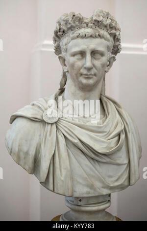Nápoles. Italia. Retrato busto de mármol del emperador romano Claudio. El Museo Archeologico Nazionale di Napoli. Museo Arqueológico Nacional de Nápoles. Foto de stock