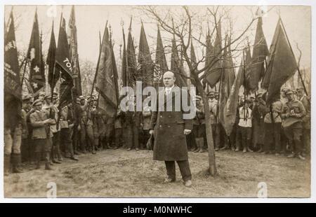 Ernst Thälmann, dirigente del Partido Comunista Alemán, KPD,discurso delante de los miembros del partido,fotografía histórica