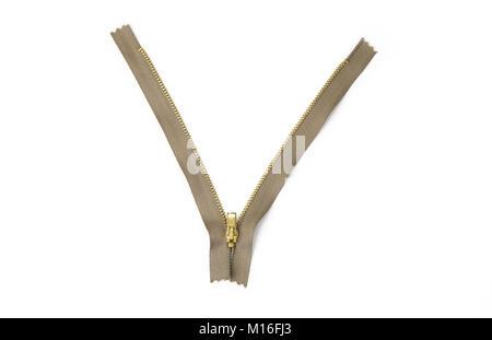 Cremallera de metal abierto o cerrado en el fondo blanco.