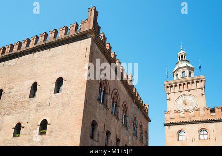 Italia, Bolonia, la Plaza Maggiore, la Dei Notai Palace y el palacio D'Accursio en el fondo