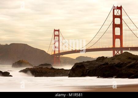 Puente Golden Gate de Baker Beach, San Francisco, California, EE.UU. Foto de stock