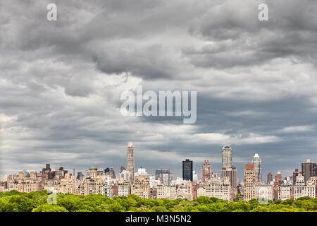 Cloudscape tormentoso en Manhattan, Ciudad de Nueva York, EE.UU. Foto de stock