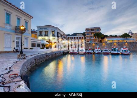 Casas en el puerto de Spetses, Grecia. Foto de stock
