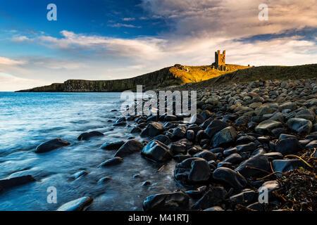 Una fotografía de Dunstanburgh Castle en Northumberland.