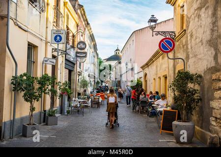 Zona peatonal en Oristano, Cerdeña, Italia