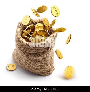 La arpillera saco lleno de monedas de oro aislado sobre fondo blanco.
