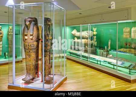 Copenhague, Dinamarca / Región Zelanda - 2017/07/26: el museo de arte antiguo Glyptotek - exposición del antiguo Egipto especímenes - sarcófago y momias.