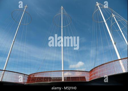 (Círculo Cirkelbroen Puente) diseñado por Olafur Eliasson es un pedestrial bridge en Christianshavn Kanal en Christianshavn en el centro de Copenhague, Denmar