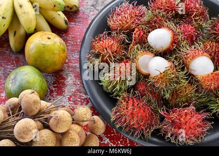 Coloridos frutos exóticos