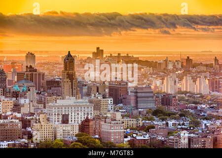 Brooklyn, Nueva York, EE.UU. el paisaje urbano sobre el centro en la tarde.