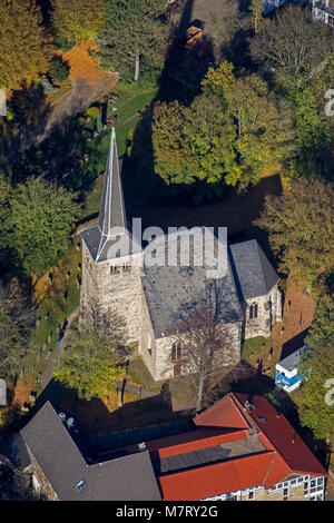 Vista aérea, Stiepeler iglesia del pueblo, iglesia del pueblo Stiepeler, Bochum, área de Ruhr, Renania del Norte-Westfalia, Alemania, Europa, aves de ojos ver, antena v