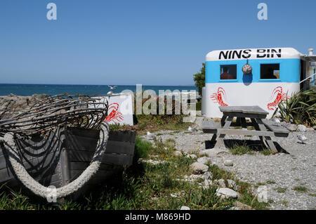 Nin's Bin, un seafood shack/caravana a lo largo de la Autopista Estatal 1, al norte de Kaikoura en la Isla Sur de Nueva Zelanda. Es famoso por el cangrejo de río.