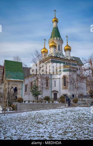 SOFIA, Bulgaria - Enero 01, 2016: la Iglesia de San Nicolás en Sofía, Bulgaria, 01 de enero de 2017, en Sofía