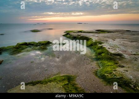 Agua, mar, cielo, naturaleza, algas, fondo natural, paisaje, rocas, mar, playa, costa, horizonte, colorida, Bella Vista, puesta de sol, el azul, el sol Foto de stock