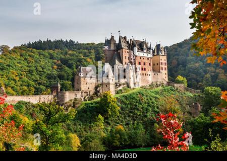 Burg Eltz en otoño