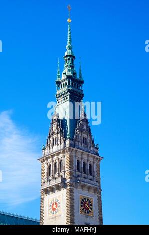 El Ayuntamiento de Hamburgo, Rathaus, la sede del gobierno local de la Ciudad Libre y Hanseática de Hamburgo, Alemania, y uno de los 16 parlamentos estatales de Alemania.