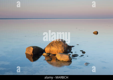 Rocas en el Mar Báltico. Mecklenburg-West Pomerania, Alemania